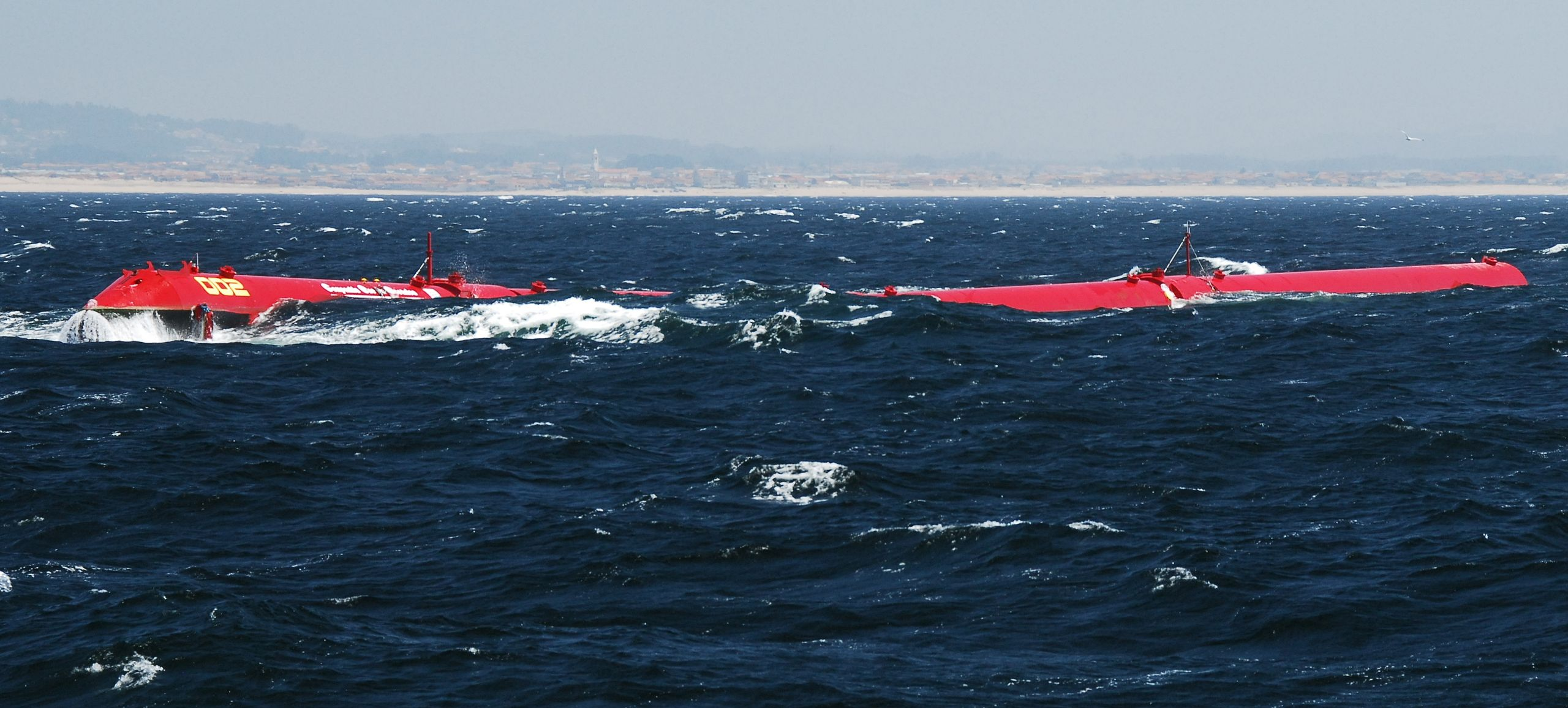 Pelamis_machine_installed_at_the_Agucadoura_Wave_Park-2