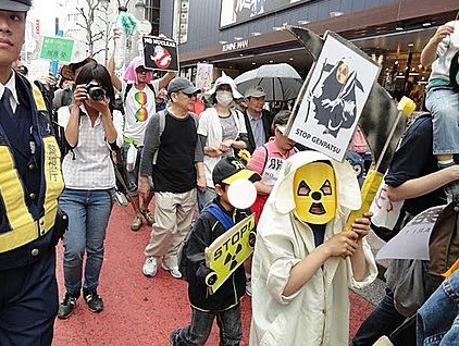 VOA_Herman_-_2011-04-16_anti-nuclear_protests_in_Tokyo
