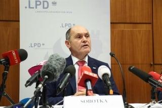 ▲緊急記者会見を招集したソボトカ内相、2017年1月20日(オーストリア内務省公式サイトから)