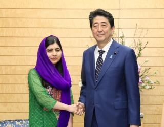 ▲マララさんと安倍首相の会談、2019年3月22日、首相官邸で(首相官邸公式サイトから)