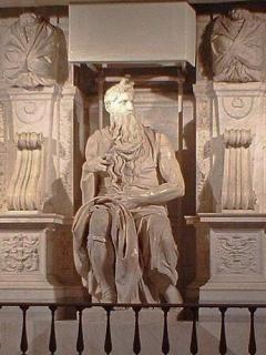 ▲イスラエルの民をエジプトから神の約束の地カナンに導いたモーセ像(ミケランジェロの作品、ウィキぺディアから)