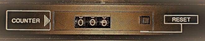 ▲ステレオのボタン「リセット」と計器(2020年11月17日撮影)