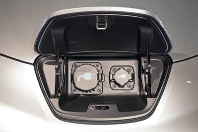 800px-Nissan_Leaf_dual_charging_outlets